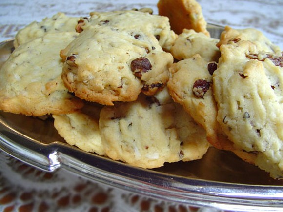 Walnut and Raisin Cookies – 75 calories