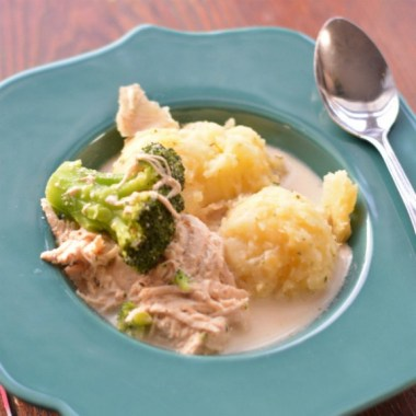 Crockpot Creamy Chicken and Broccoli Soup recipe