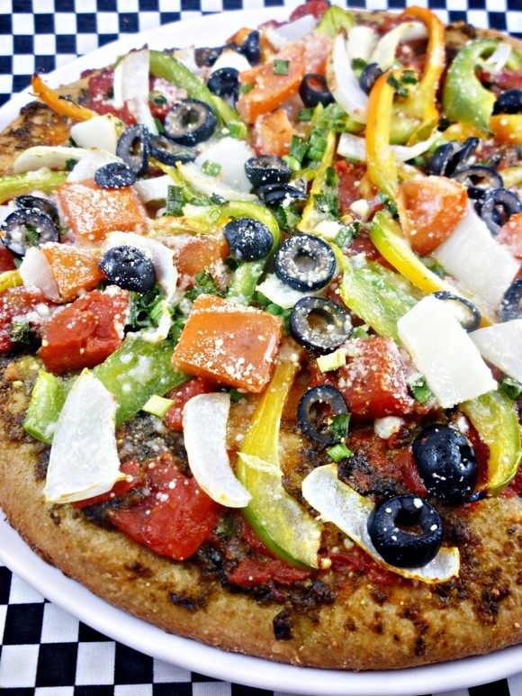 9 Super Bowl Foods That Won't Derail Your Diet - 7. Veggie Pizza