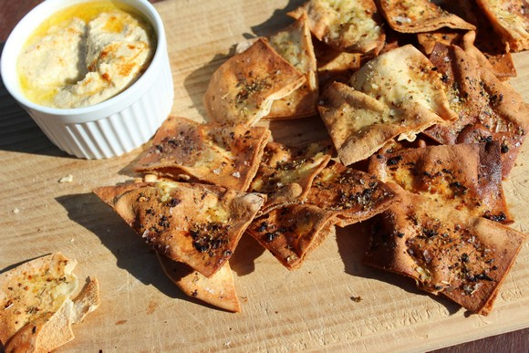Baked Pita Chips with Hummus