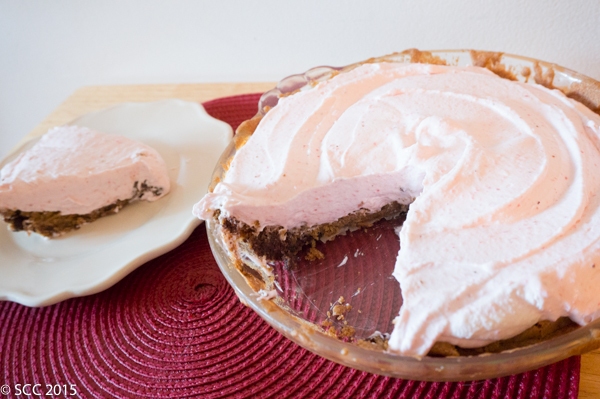 http://www.thesmartcookiecook.com/2015/07/28/strawberry-cream-pie-with-chocolate-chip-cookie-crust/