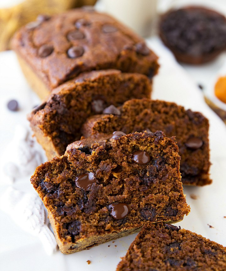 The BEST Healthy Greek Yogurt Pumpkin Bread