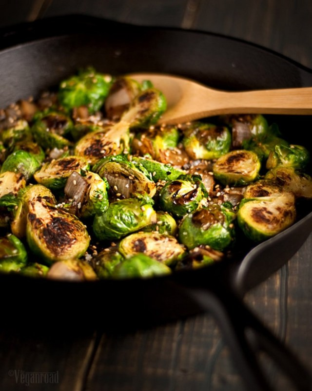 caramelized-brussels-sprouts-with-sesame-seeds-recipe-from-theveganroad