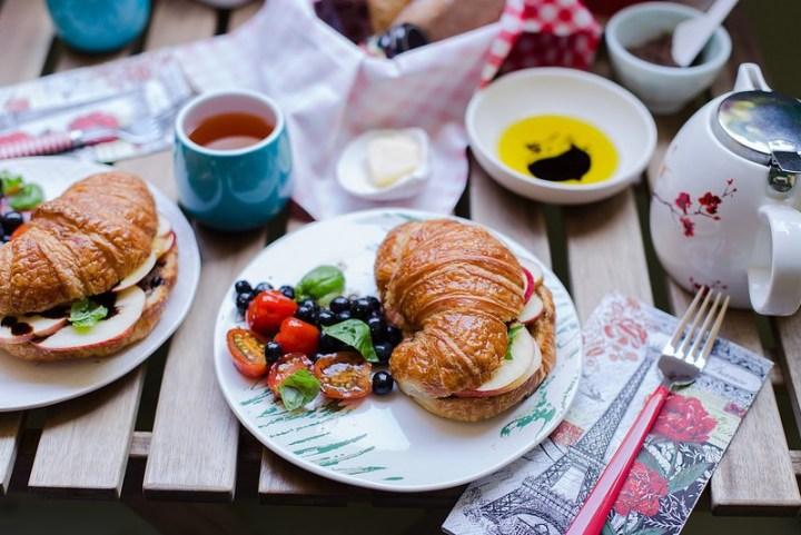 Apple and Pesto Croissant Sandwich Recipe