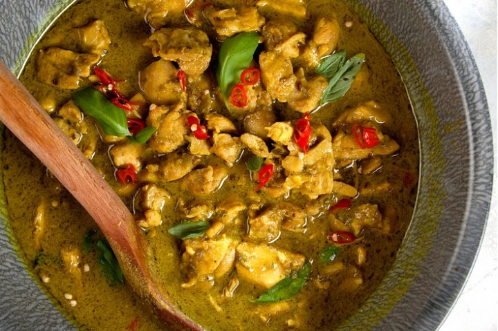 Chicken in a Green Curry Sauce recipe