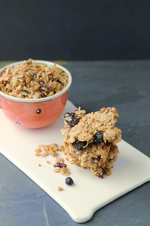 http://aloveafare.com/post/57419556684/nut-free-crunchy-granola-bars