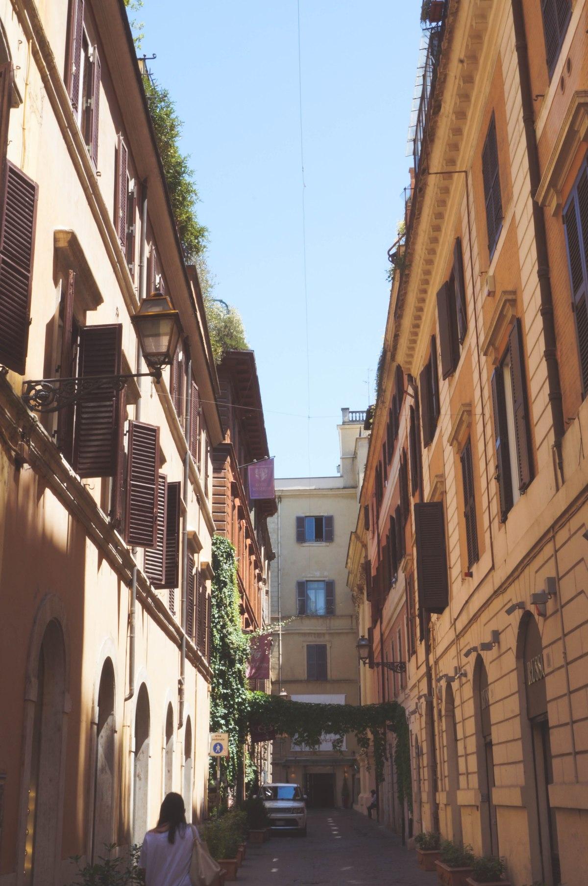 Roma.around