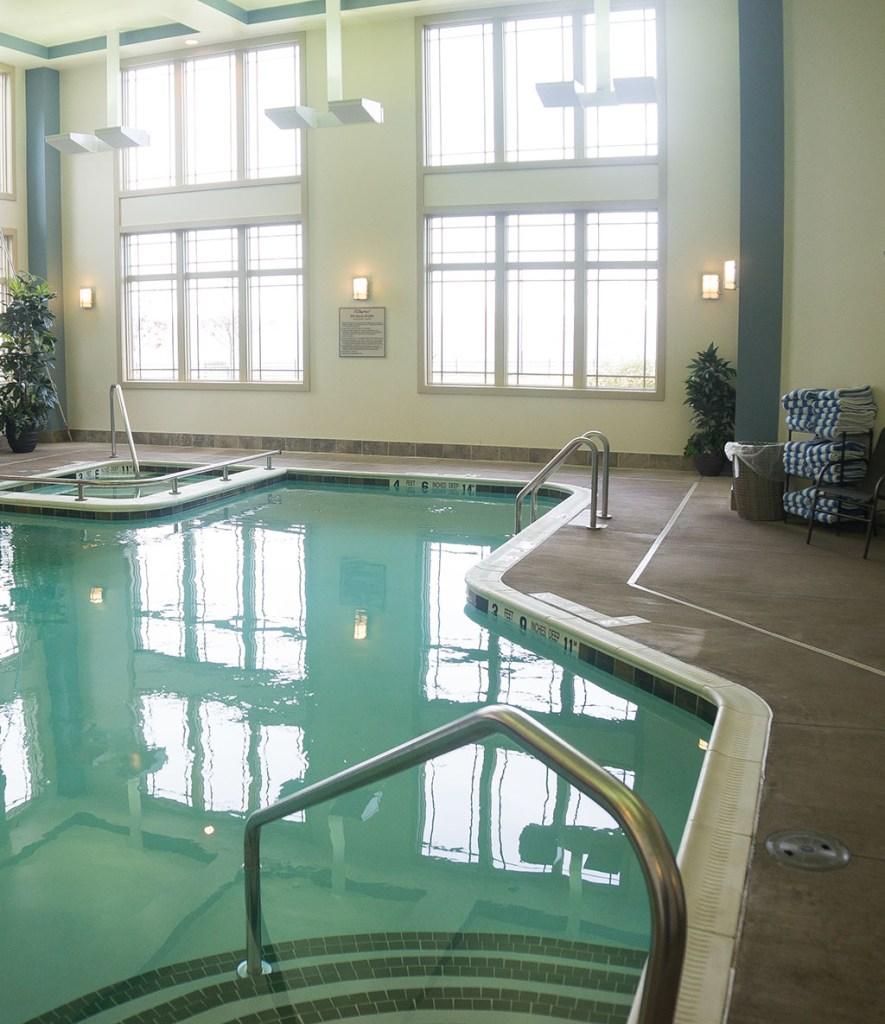 1000IslandsHarborHotel.Pool