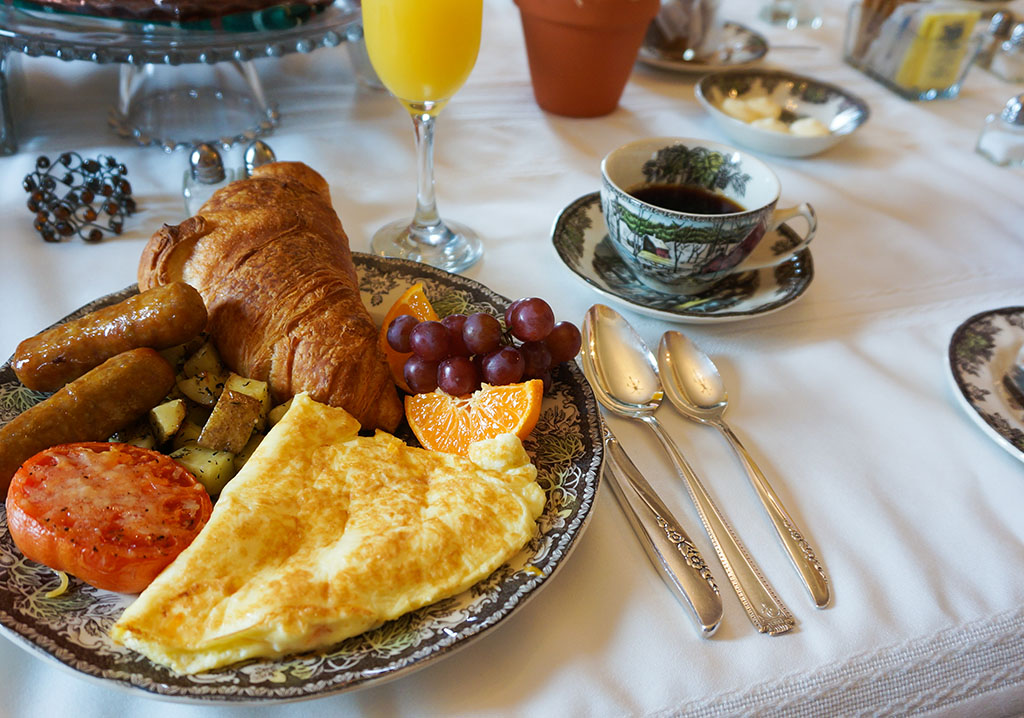 Breakfast at George House Heritage Bed and Breakfast