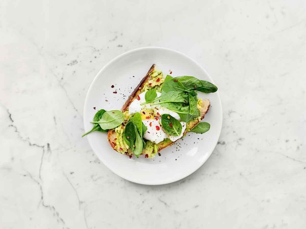 vegetable sandwich on plate