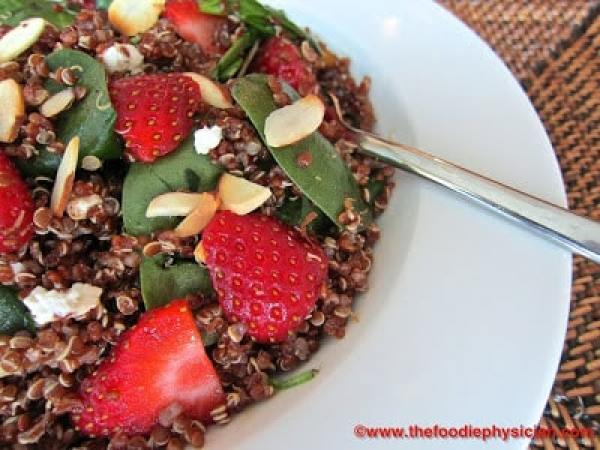 Quinoa Salad with Spinach, Strawberries and Goat Cheese | @foodiephysician