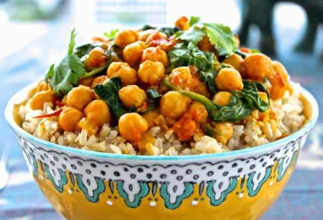 Chickpea and Spinach Curry | @foodiephysician