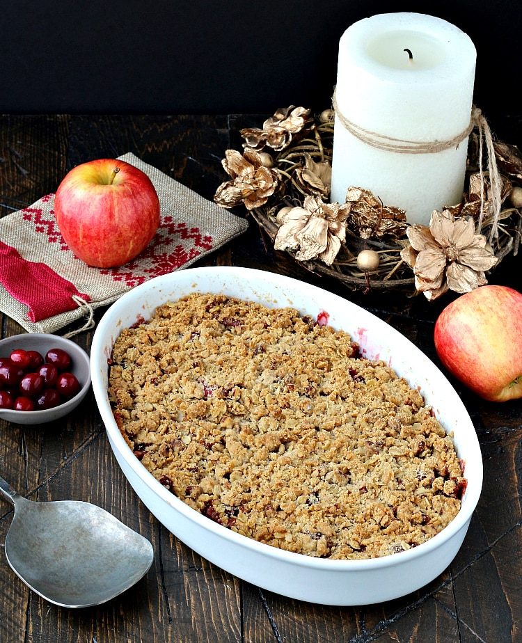 Apple Cranberry Crisp- bursting with fresh, sweet apples and tart, ruby cranberries,this is a guaranteed crowd pleaser! | @foodiephysician