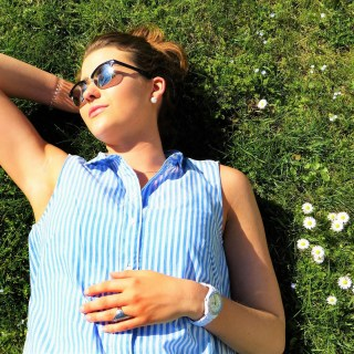 women in the sun with vitamin D