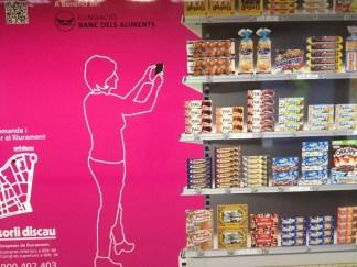 Sorli discau Supermercado QR en la estación de FGC Sarria