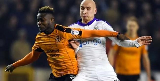 Jonjo Shelvey battles for the ball for Newcastle United against Wolves