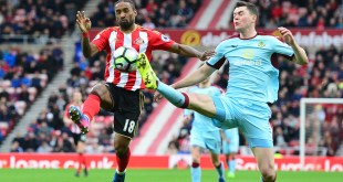 Michael Keane and Jermain Defoe battle for the ball as Sunderland host Burnley