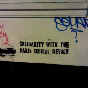 Graffiti calling for solidarity with the Paris suburb riots (Source: Kian / flickr)