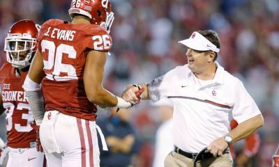 OU linebacker Jordan Evans gets a handshake from head coach Bob Stoops after his pick-six Saturday against Kansas. (PHOTO: Ty Russell/OU media relations)