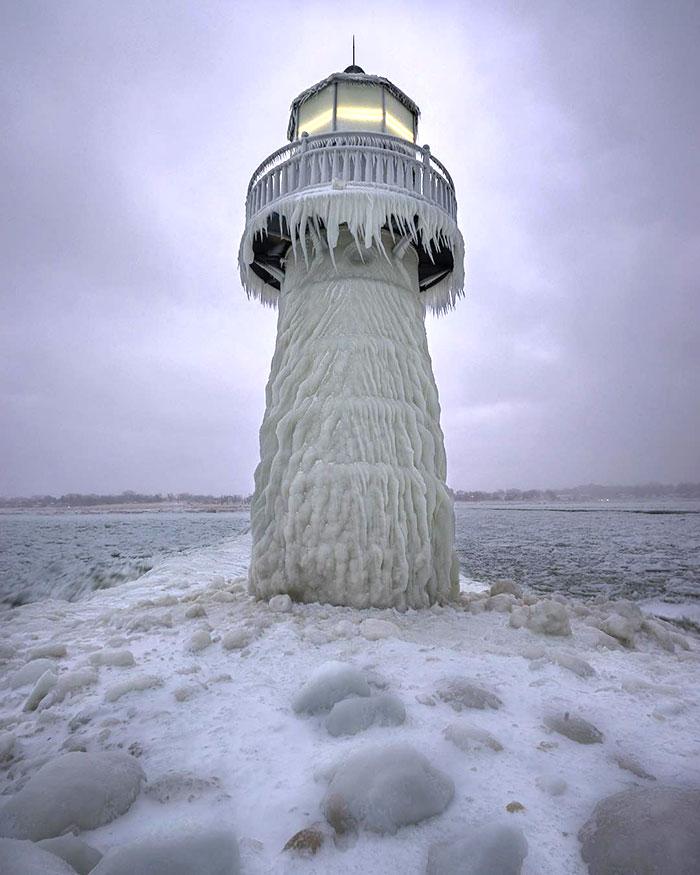 strange frozen photo
