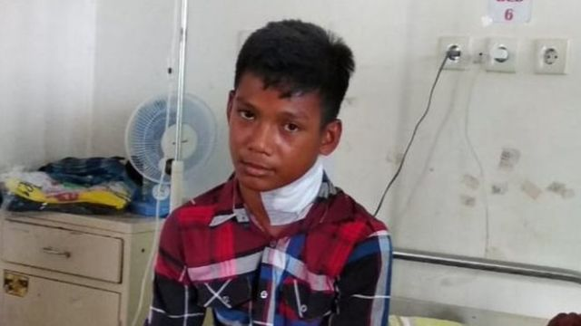 Fish catches man! Deadly fish spears teen in the neck.
