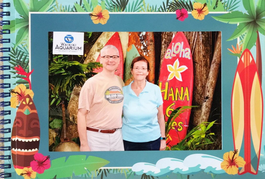 Waikiki Aquarium - Fake Surfboard Shot