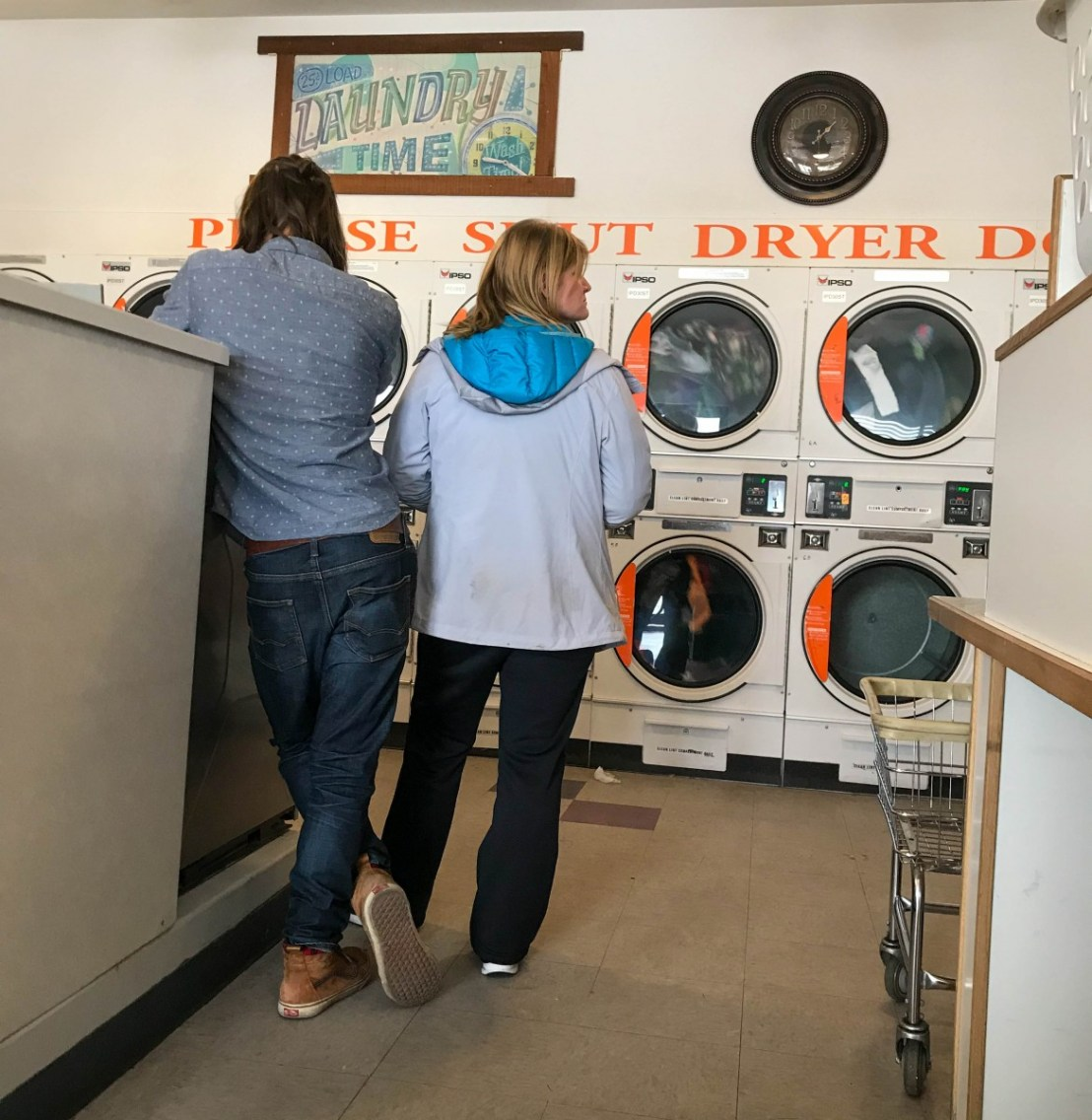 La Pine Laundromat Standing Room Only