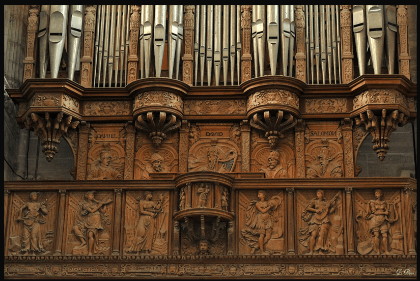 Viols carved into an organ case in the Collégiale Notre-Dame des Andelys (1573).