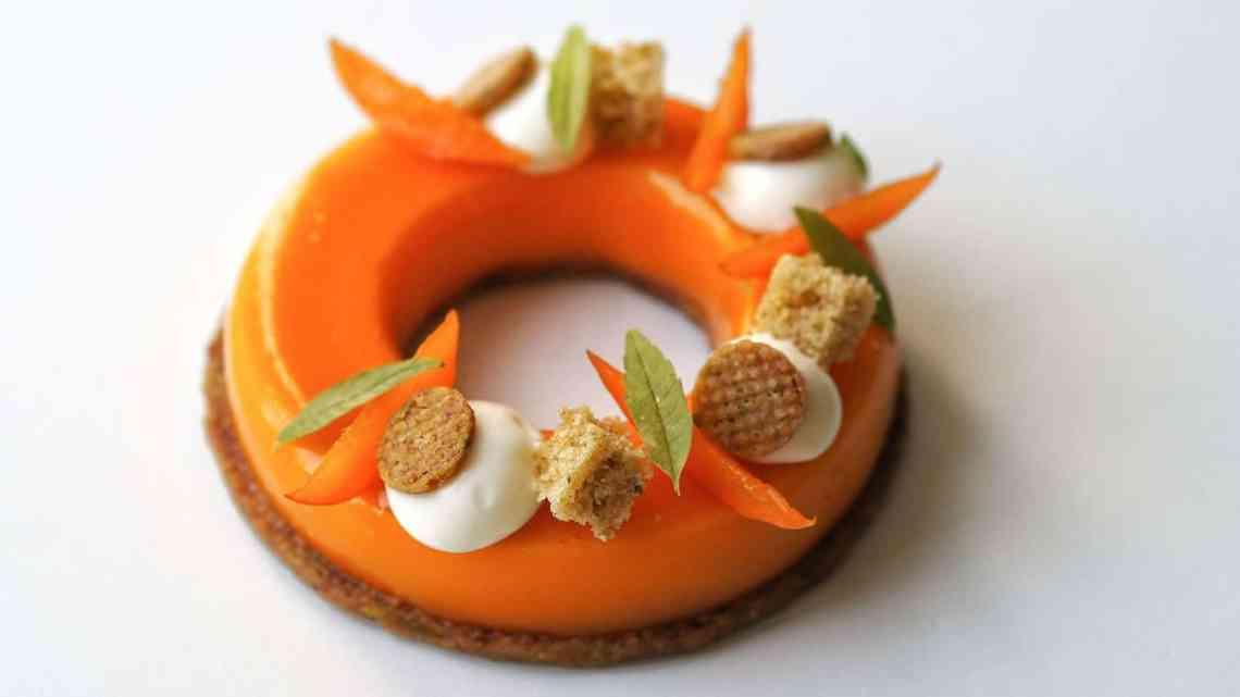 Entremets abricot, pistache et fromage blanc
