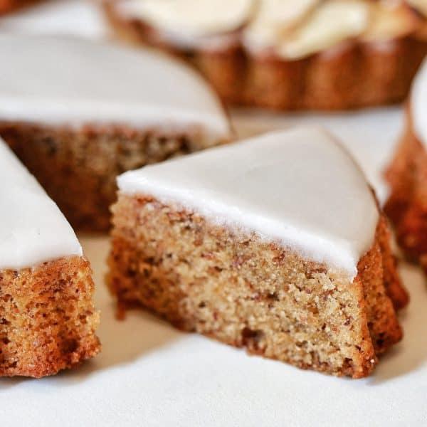 Gâteau nantais coupé