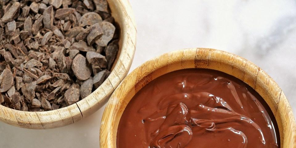 Chocolat noir brut et chocolat noir fondu