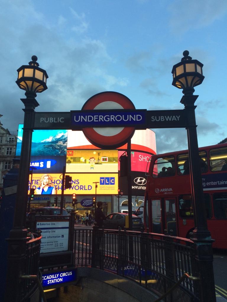 fermata-metropolitana-Piccadilly-Circus-Londra