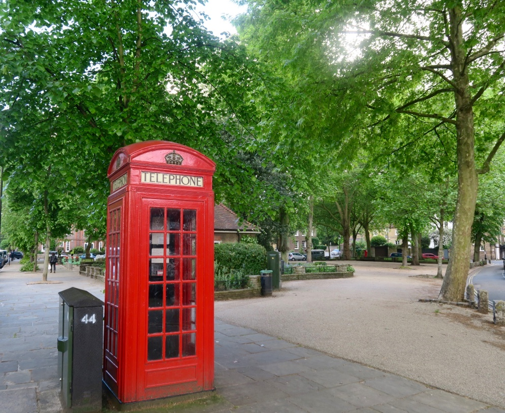 cabina_telefonica_colore_a_Londra_the_frilly_diaries