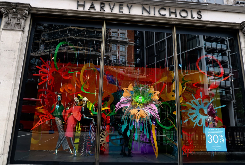 Harvey Nichols Knightbridge Londra vetrina-shopping-londinese