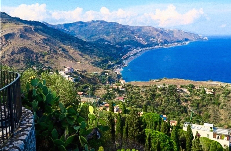 Taormina-veduta-the-frilly-diaries-una-settimana-in-sicilia