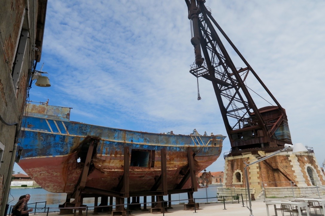 Barca-Nostra- opera-Marco-Godinho-da-vedere-Biennale-Venezia-2019