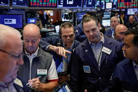 US fund managers trim bank stocks on profit worries
