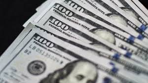 Dollar pauses as Fed official's shows caution over global growth
