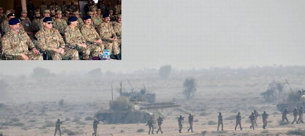 BAHAWALPUR: Chief of Army Staff (COAS) General Qamar Javed Bajwa witnessing Winter Collective Training during visited formations of Bahawalpur Corps . INP PHOTO