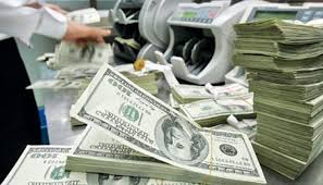 US dollar continues its upward trajectory against rupee in open market