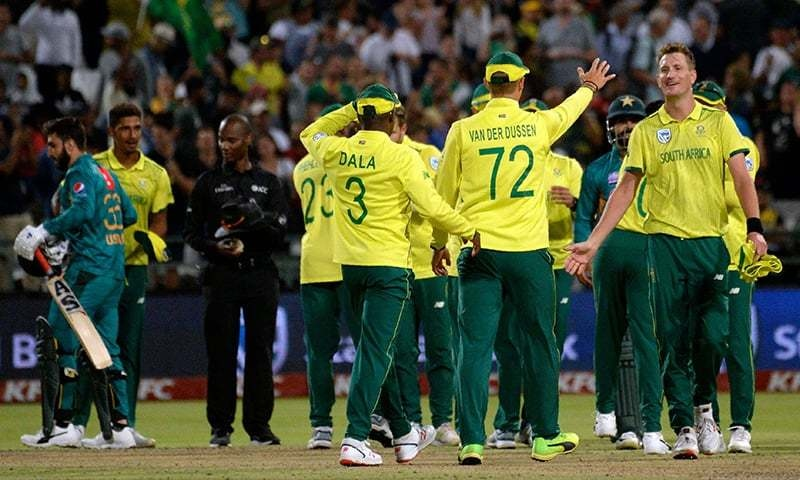 South African cricketers celebrate after their victory in the first T20 cricket match betwen South Africa and Pakistan at Newlands Stadium in Cape Town on February 1, 2019. (Photo by Rodger BOSCH / AFP)