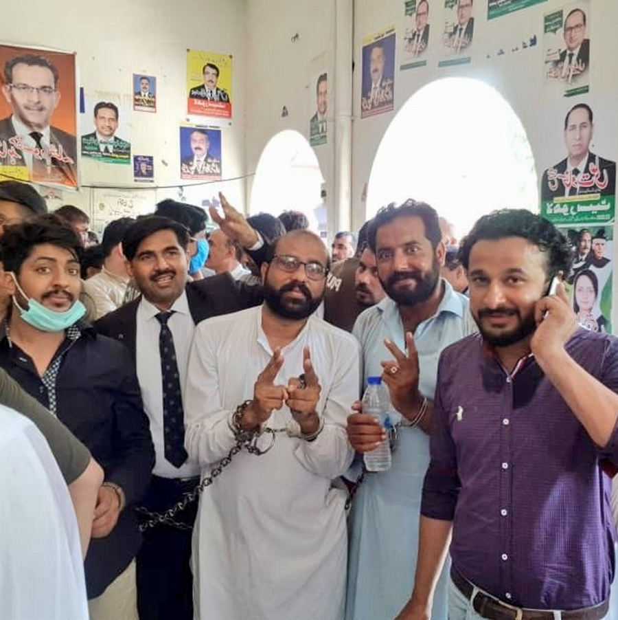 LAHORE Pakistan Muslim League-Nawaz workers, involved in clash with the police outside Lahore NAB office appeared in court on August 12, 2020.
