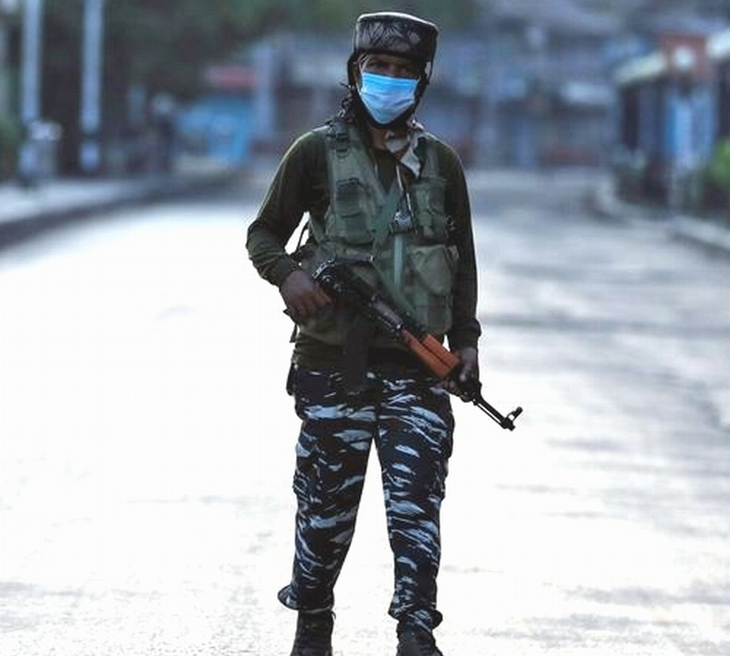 SRINAGAR An Indian Central Reserve Police Force during a lockdown on August 05, 2020. Reuters Photo.