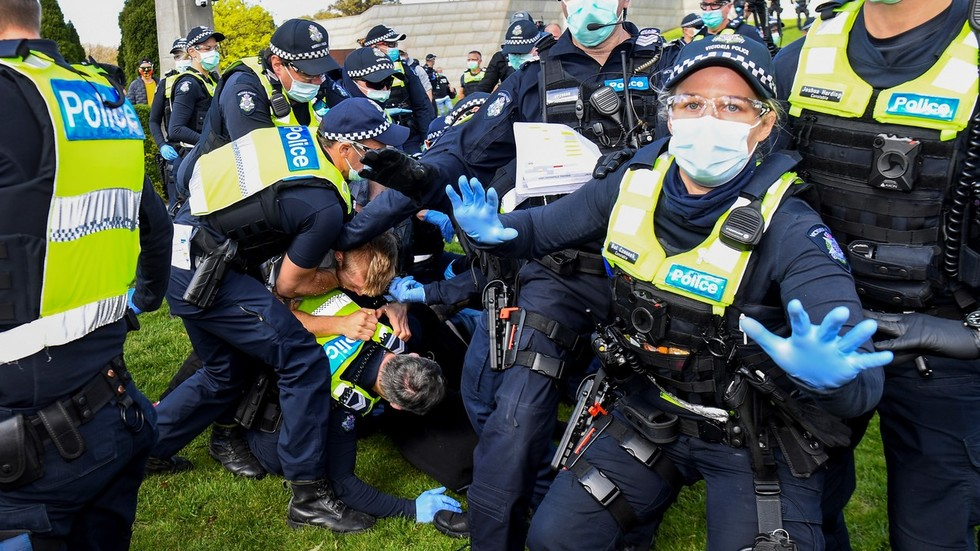 Melbourne police clash with anti-lockdown protesters as hundreds gather for  'Freedom Day' rally in Australia - The Frontier Post
