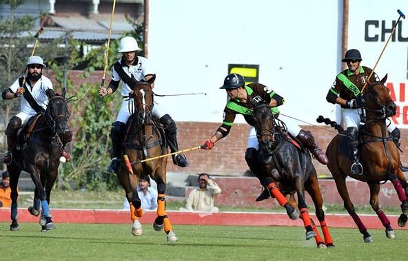 APP61-28LAHORE: November 28 - Players of Elaan and Honda Chenab polo teams struggling to get hold on the ball during Shoe Planet Polo Cup-2017. Honda Chenab polo team won the match by 11/6. APP Photo by Mustafa Lashari