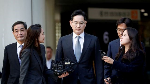 FILE PHOTO: Samsung Electronics Vice Chairman, Jay Y. Lee, leaves the Seoul high court in Seoul, South Korea, October 25, 2019. REUTERS/Kim Hong-Ji/File Photo