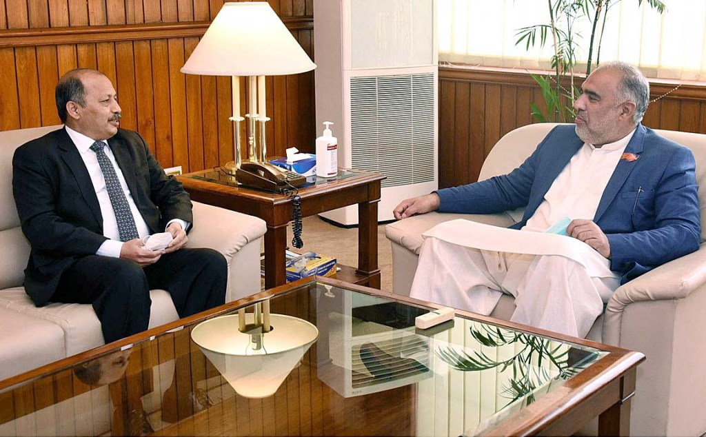 APP11-210121ISLAMABAD: January 21 – Ambassador of Pakistan to Afghanistan Mansoor Khan called on Speaker National Assembly Asad Qaiser at Parliament House. APP