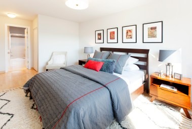 Master Bedroom w/ ensuite bath