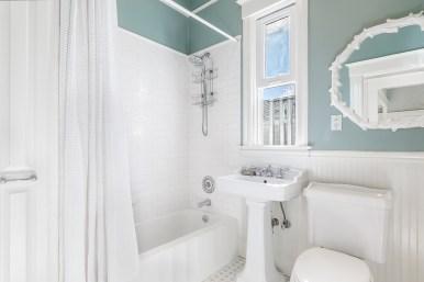 62 Buena Vista Terrace: Bathroom