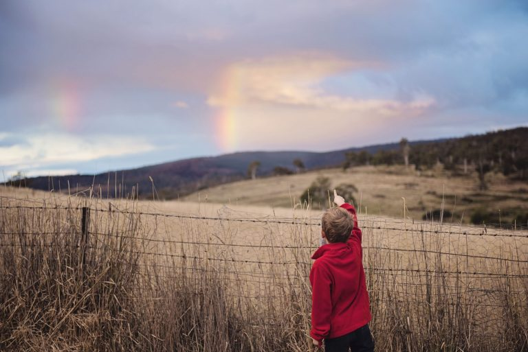 cute-boy-rainbow-pointing